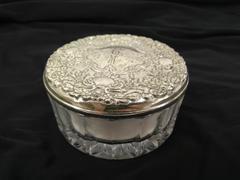 Vtg TOWLE Silversmiths Silver Plate Powder Dish Glass Floral Box w/ Puff Japan