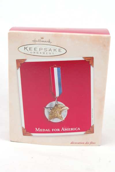 2002 Hallmark Keepsake MEDAL FOR AMERICA Ornament