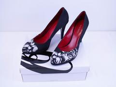 NINE WEST Pumps Black White Floral Stiletto Heels Shoes - Size 8 w/ Box