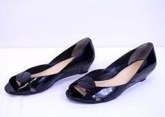COLE HAAN Darlene Open Toe Wedge Patent Leather Snakeskin Heel Shoe Sz 8.5 B