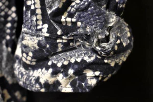 Snake Print Button Up Tunic Shirt Banana Republic Blue White Women's Size 8