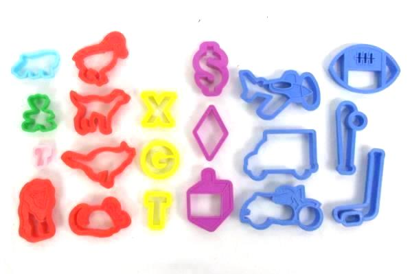 Lot of 20 Plastic COOKIE CUTTERS  Kitchen Baking Tools Animals Letters Vehicles