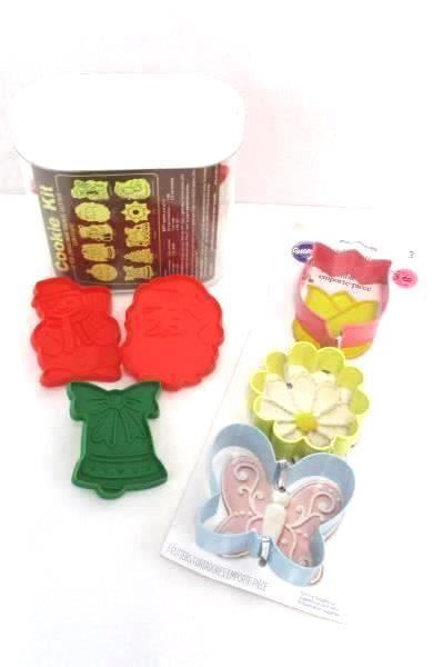 10 Piece Christmas Cookie Cutter Kit Plastic Bonus Set of 3 Spring Cookie Cutter
