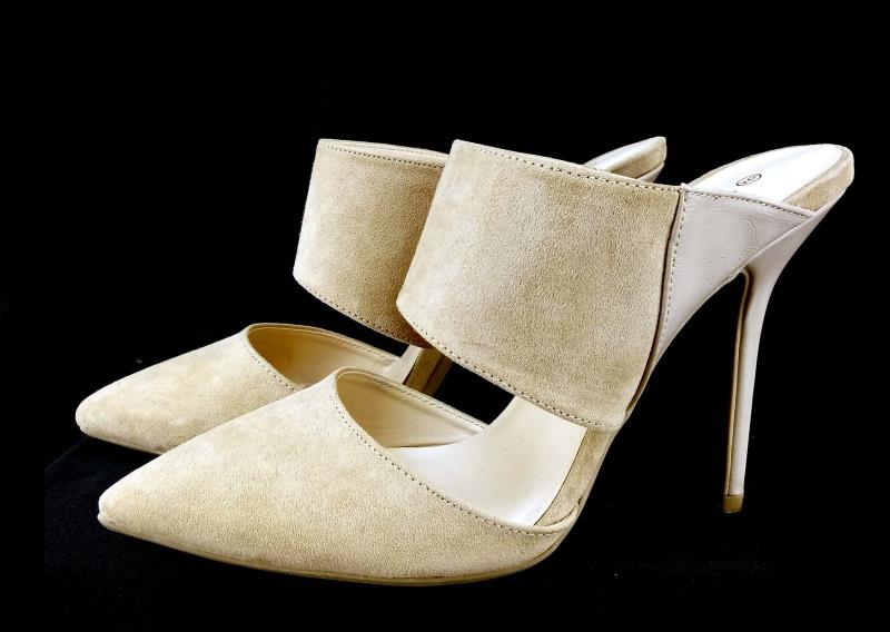 WILD DIVA Lounge Point Toe Heels Pumps Sandals Beige Faux Suede Open Heel Sz 9