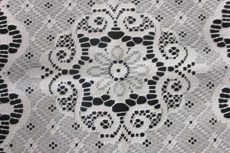 Vintage Solid White Hand Made Knit Knitted Doily Flower Floral Pattern Design