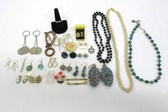 1/2 Pound Lot of Vintage Women's Costume Jewelry Wearable Or Upcycle
