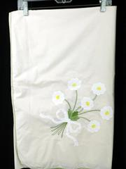 "Vtg Tablecloth Mid-Century Embroidery Hand Applique Heirloom Daisy 100"" x 65"""