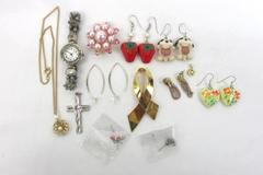Madewell Box Of 13 Miscellaneous Jewelry Pendants Knickknacks Watch