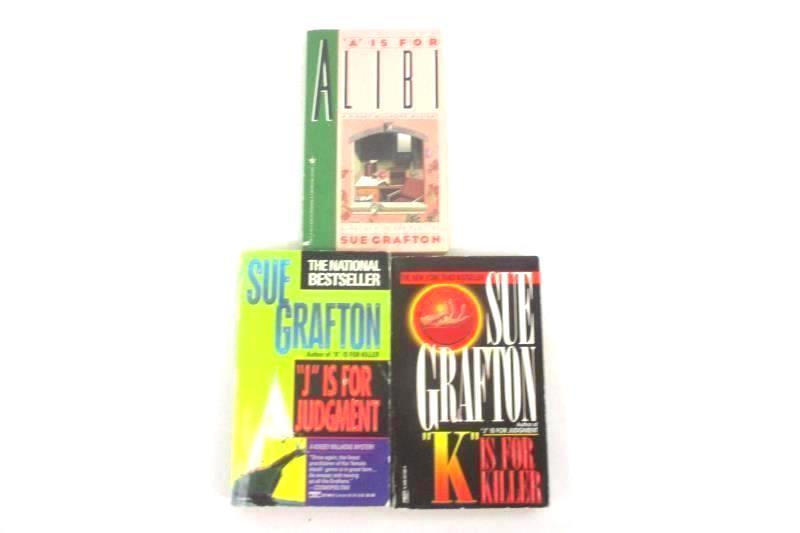 7 Sue Grafton Paperback Novels Alibi Corpse Gumshoe Innocent And More
