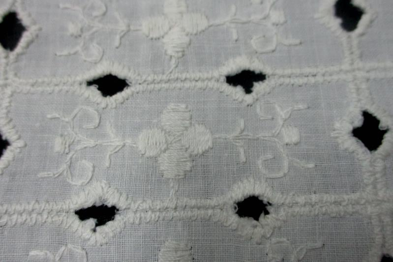 2 Matching Crocheted Linen Pieces Floral Design White