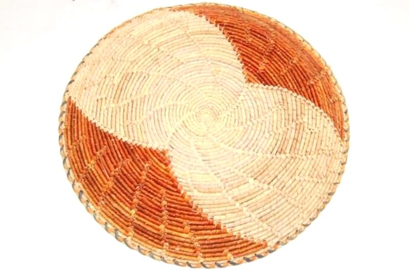 Vintage Hand Woven Serving Plate Basket 2 Toned Tan 12.75 In Diameter