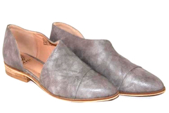 Designs from Beast Fashion Pointy Toe Flats Women's Size 7.5 Grey Cut Out Sides