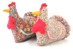 Lot of 2 Vintage Spry As A Hen Pin Needle Cushions With Thread Floral