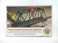 Bachmann Over and Under Blinking Bridge Plus Loose Parts