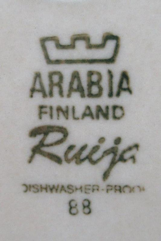 2 Vintage Arabia Finland Pottery Dinner Plates Ruija Pattern 10 Inch Round