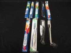 Lot of 9 Standard Manual Toothbrushes Gum Colgate Slim Soft Wave