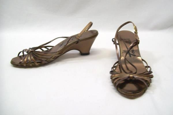 Town Flair Women's Heels Brown Gold Strappy Open Toe Kitten Wedge Size 7 1/2