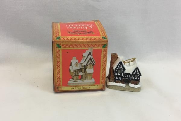 1981 Hand Made David Winter Cottages Tudor Manor House Figurine Ornament