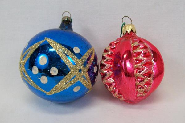 Box Of 5 Christmas Ornaments Red Blue White Glittery Round One Hallow