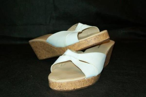 New York & Company Women's Wedges White and Tan Size 9