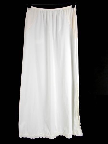 Vintage VAN RAALTE Ivory Nylon Skirt Slip Lace Embroidered Scallop Hem Size M