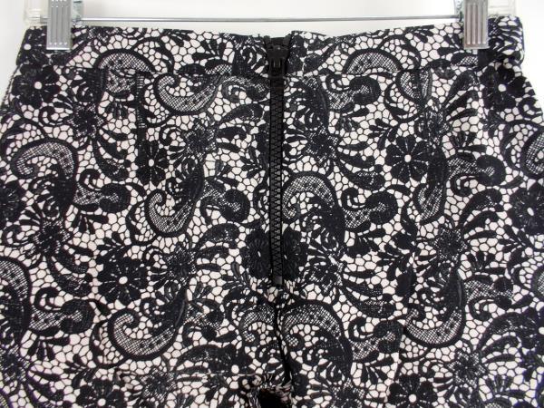 CYNTHIA ROWLEY Leggings Black & White Lace Print Neoprene Scuba Knit Sz 8 EUC