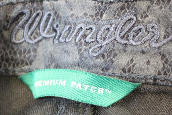 Wrangler Pants Dark Blue Floral Design Ultra Low Rise Women's Size 1x33