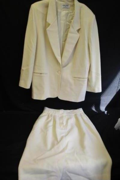 Alfred Dunner Skirt Suit Set Cream Colored Women's Size 12 100% Virgin Wool