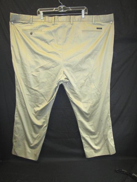 Men's Pants By Dockers Tan Khakis Men's Size D3 (Classic Fit) Pleated Front Back