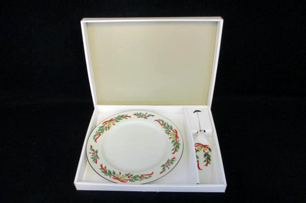 Christmas Theme Cake Plate & Server Made Expressly Federated Dept. Stores