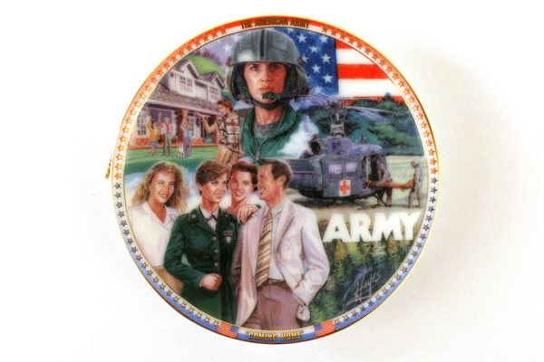 Hayes US ARMY Woman COMING HOME Mini Plate ORNAMENT