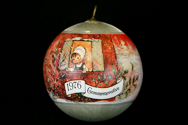 1976 Commemorative Carolers Silky Threaded Ball Ornament