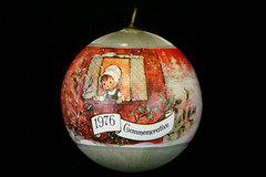 1976 Commemorative Carolers Silky Threaded Ball Ornament