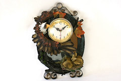 DMB Bisque And Bronze Momma Eagle with Babies Wall Clock Needs Battery