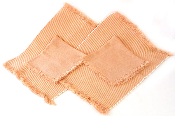 Set of 4 Pink Salmon Colored Table Pieces - 2 Napkins / 2 Placemats