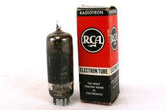 Vintage Radiotron Electron Tube 6AM8A 32R5-R (9-60) In Box
