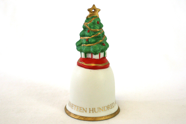 1992 Hallmark Hand Painted Fine Porcelain Christmas Tree Bell With Box