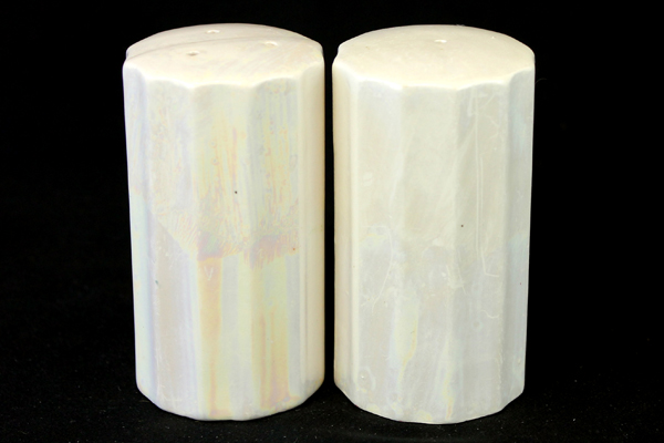Vtg Iridescent White Salt And Pepper Shakers With Holly Sprigs Made In Japan