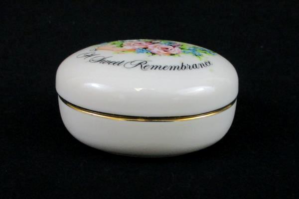 1982 Porcelain Trinket Box Avon Sweet Remembrance Token of Love Valentines Day