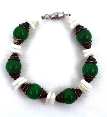GREEN AND PUKA BEAD CHILDREN'S BRACELET WITH SHELL PIECES