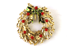 Gold Tone Christmas Wreath w Beaded Berries & Enamel Bow Brooch Pin