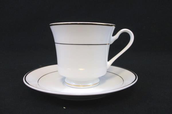 4 Gibson Designs Housewares White Tuxedo Gold Trim Gilt Fluted Teacups Saucers