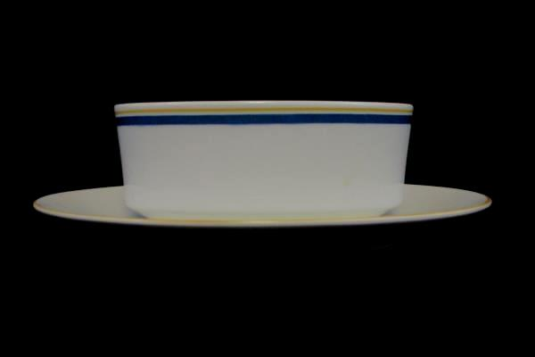Villeroy & Boch China Carrousel Blue Gold Bands Gravy Boat Attached Underplate