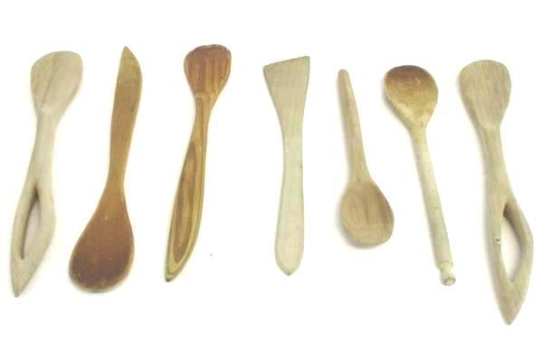 Lot of 7 Wooden Kitchen Tools Utensils Spoons in Brown Farmhouse Tin w/ Lid