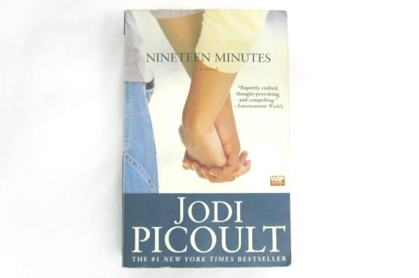 Nineteen Minutes by Jodi Picoult 2007 Paperback
