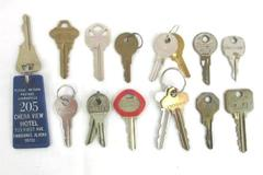 Lot of 16 Vintage Keys Luggage Suitcase Car Safe Building Lock Steampunk